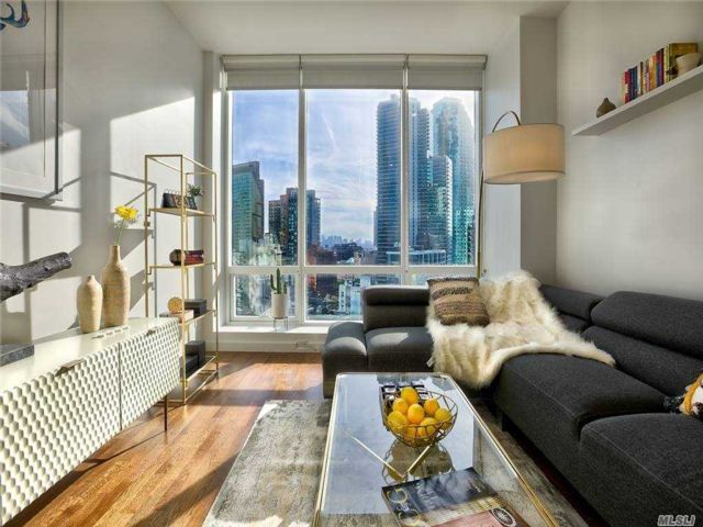 [Long Island City Real Estate, listing number 3173909]