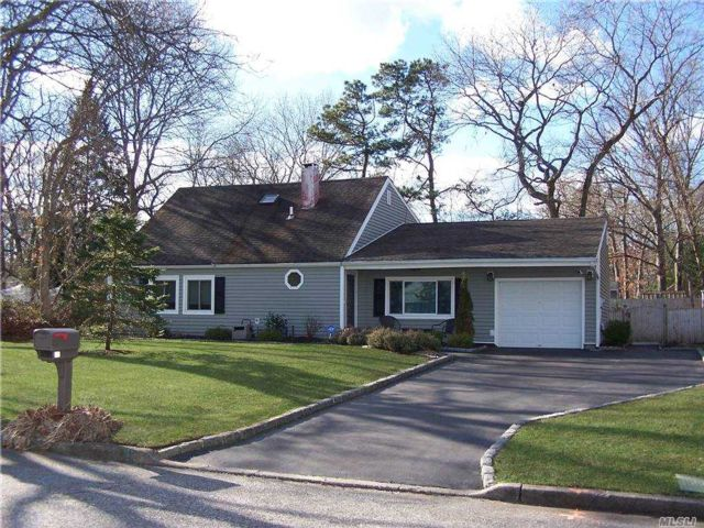 4 BR,  2.00 BTH Exp ranch style home in Medford