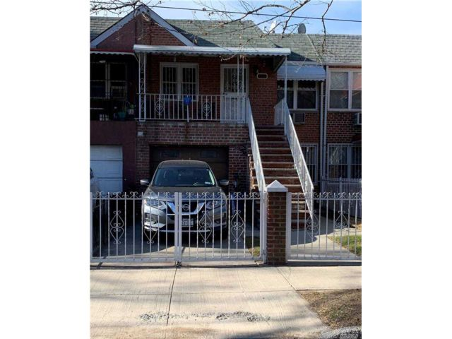 3 BR,  2.00 BTH  Duplex style home in Flushing