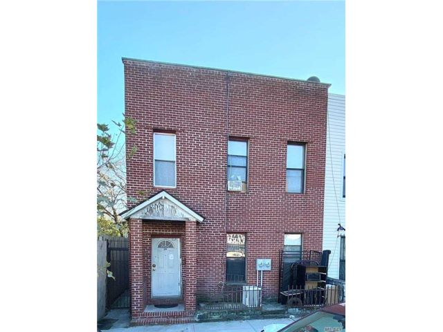 5 BR,  3.00 BTH 2 story style home in Bedford Stuyvesant