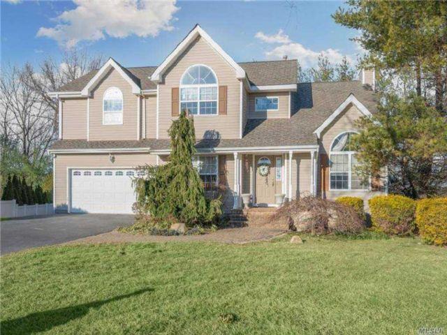 [Commack Real Estate, listing number 3174061]