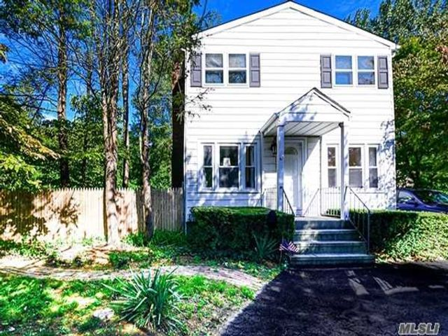 3 BR,  3.00 BTH Colonial style home in Kings Park