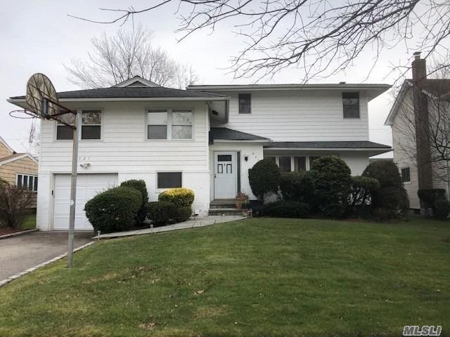5 BR,  3.00 BTH  Split level style home in East Meadow