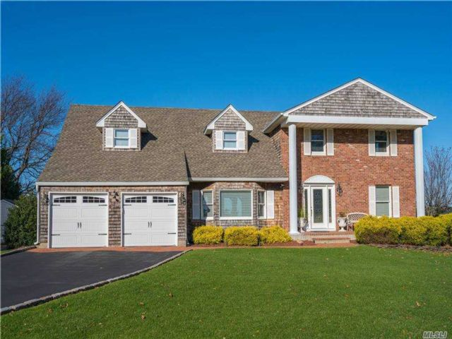 4 BR,  3.00 BTH Nantucket style home in Miller Place