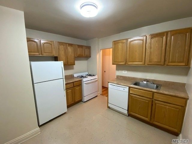 2 BR,  1.00 BTH  Apt in bldg style home in Forest Hills
