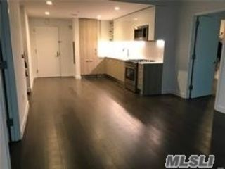 2 BR,  2.00 BTH  Apt in bldg style home in Flushing