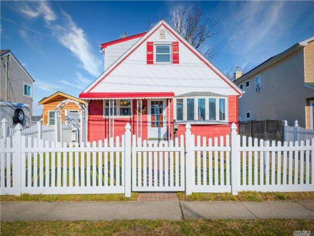 [Lindenhurst Real Estate, listing number 3174159]