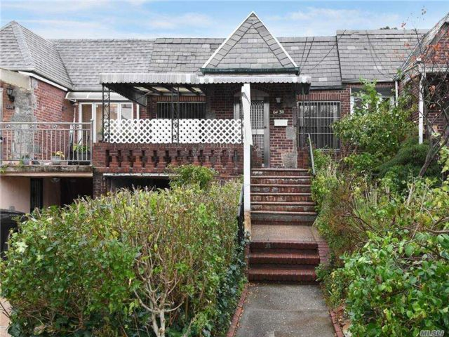 2 BR,  2.00 BTH Townhouse style home in Rego Park