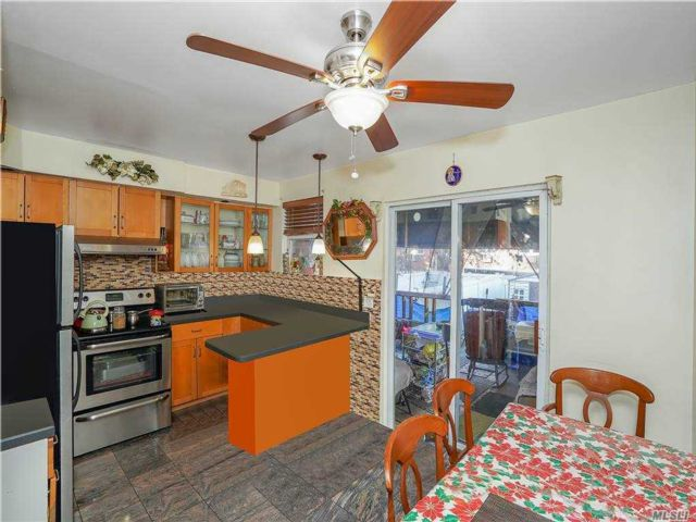 3 BR,  2.00 BTH Townhouse style home in Queens Village