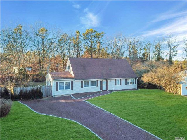 5 BR,  2.00 BTH  Farm ranch style home in Nesconset