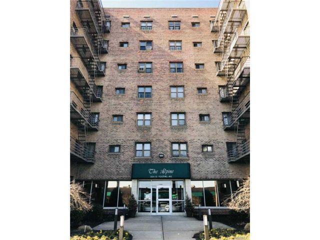 2 BR,  1.00 BTH Mid rise style home in Queens Village
