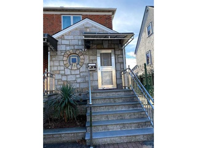 2 BR,  1.00 BTH 2 story style home in Briarwood