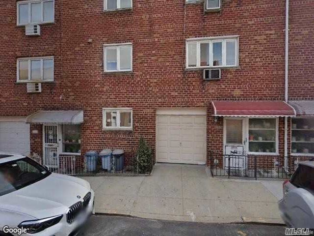 7 BR,  3.00 BTH  Other style home in Astoria