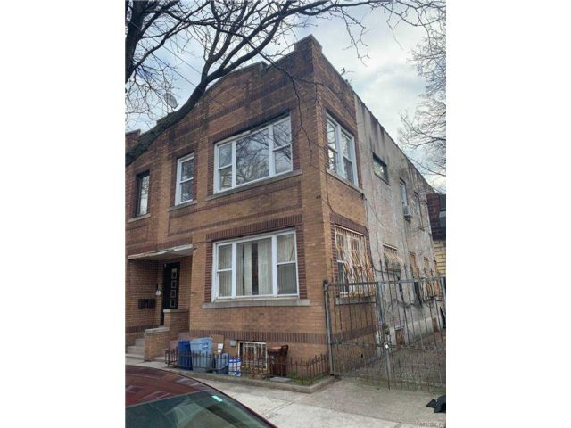 5 BR,  2.00 BTH Colonial style home in Ridgewood