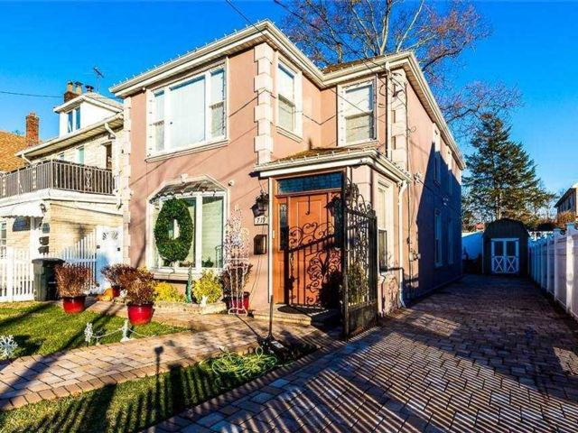 4 BR,  4.00 BTH 2 story style home in Beechhurst