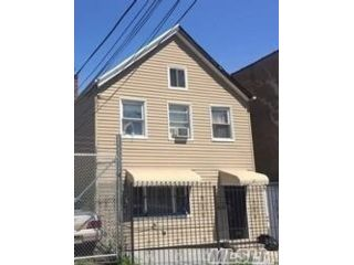 3 BR,  2.00 BTH  Colonial style home in Bushwick