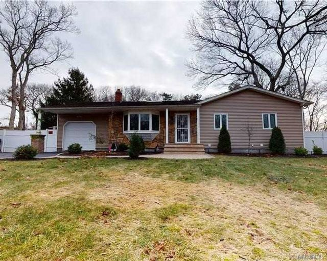 3 BR,  2.00 BTH  Ranch style home in Medford