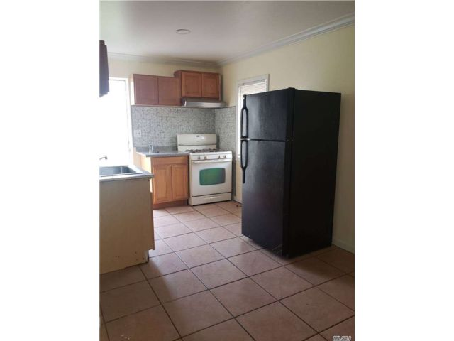 Studio,  1.00 BTH  Apt in house style home in Central Islip