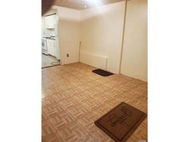 1 BR,  0.00 BTH  Apt in house style home in Astoria