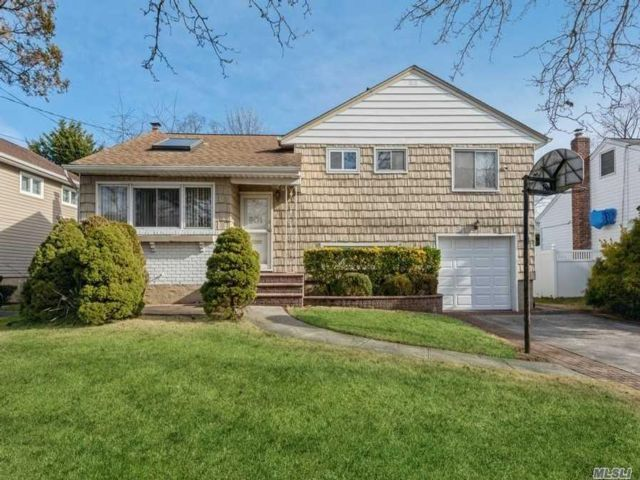 3 BR,  2.00 BTH Split level style home in East Meadow