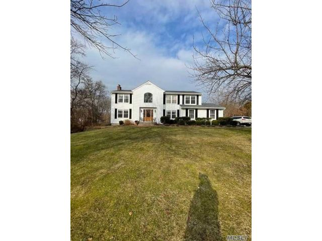 4 BR,  3.00 BTH  Colonial style home in Shoreham