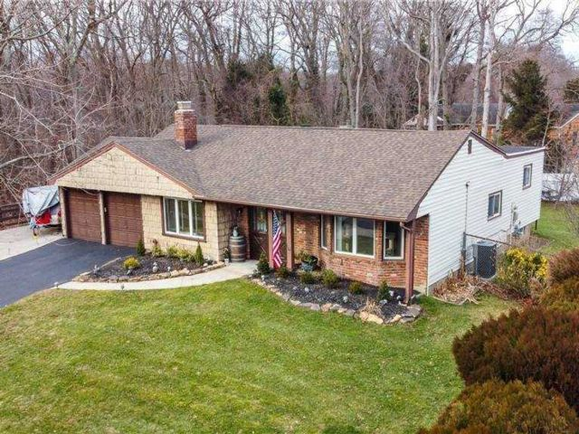 4 BR,  2.00 BTH  Ranch style home in Smithtown
