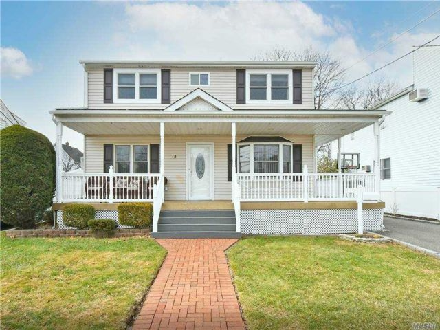 4 BR,  2.00 BTH  Exp cape style home in Bethpage