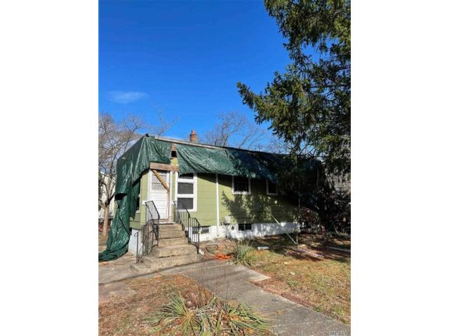 3 BR,  1.00 BTH Cape style home in Brentwood