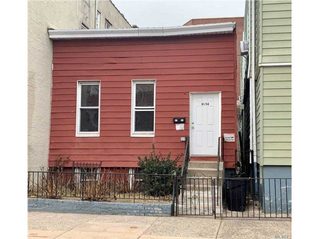 3 BR,  1.00 BTH Colonial style home in Woodside