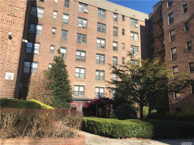 1 BR,  1.00 BTH Mid rise style home in Woodhaven