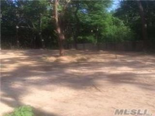 Lot <b>Size:</b> 75x225  Land style home in Farmingville