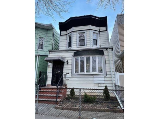 3 BR,  2.00 BTH 2 story style home in Woodhaven