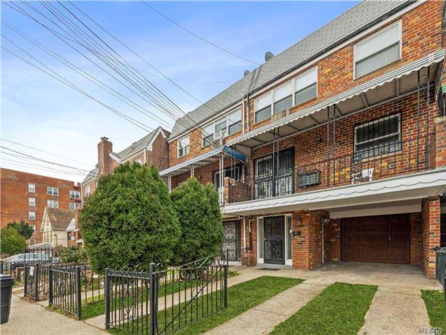 6 BR,  4.00 BTH Other style home in Woodside