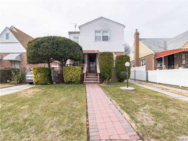5 BR,  3.00 BTH  Exp cape style home in Cambria Heights