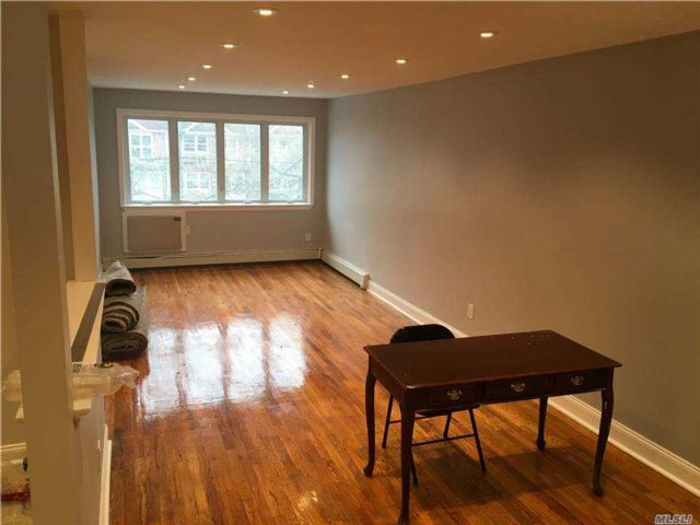 3 BR,  1.00 BTH  Apt in house style home in Canarsie