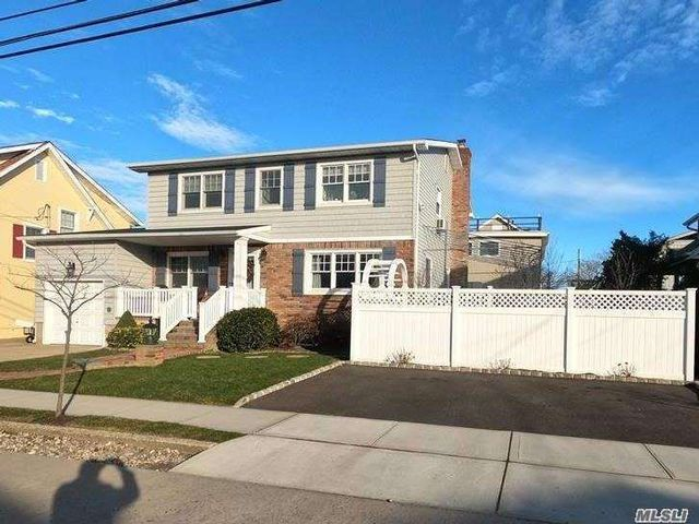 6 BR,  3.00 BTH Colonial style home in Point Lookout
