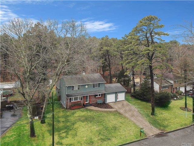 4 BR,  2.00 BTH Colonial style home in Coram