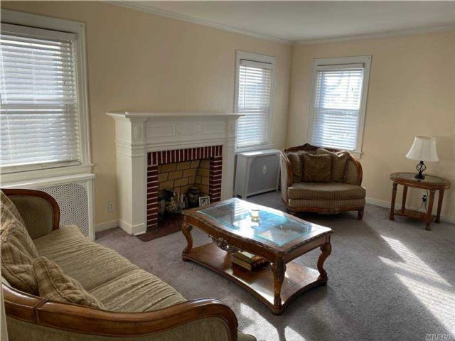 4 BR,  3.00 BTH  Cape style home in Laurelton