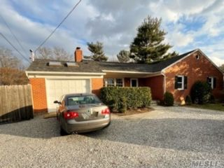 3 BR,  2.00 BTH  Ranch style home in Glen Head