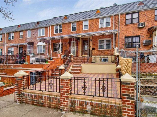 3 BR,  2.00 BTH Colonial style home in Kew Garden Hills