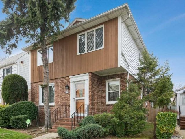4 BR,  2.00 BTH  Colonial style home in Fresh Meadows