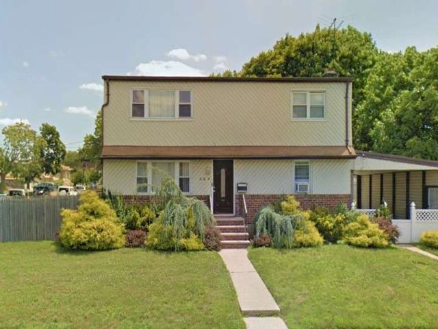5 BR,  2.00 BTH Colonial style home in Elmont