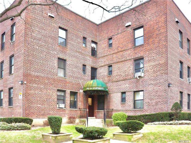 [Sunnyside Real Estate, listing number 3174840]