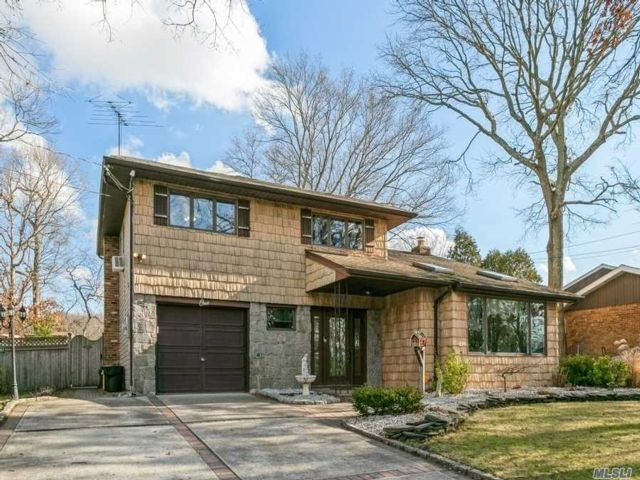 3 BR,  3.00 BTH Split level style home in Old Bethpage