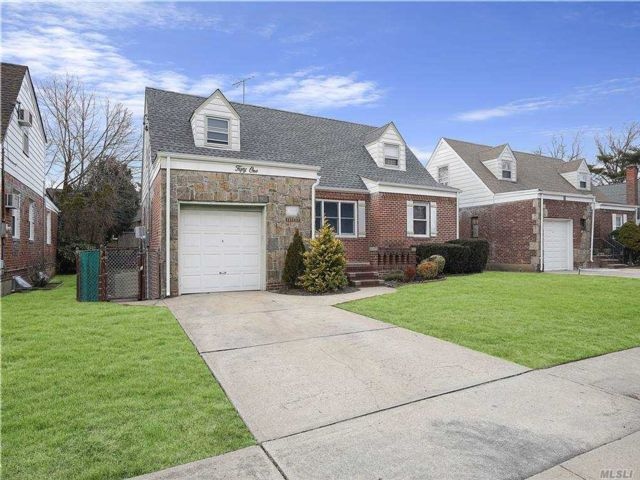 4 BR,  2.00 BTH Cape style home in Valley Stream