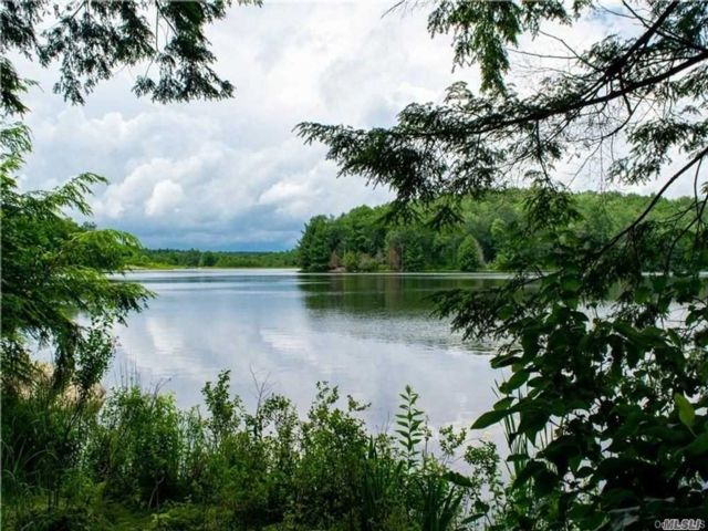 Lot <b>Size:</b> 6.25 Acres Land style home in Liberty