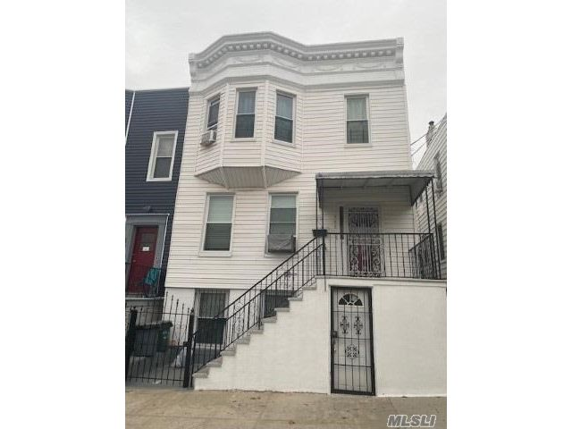 6 BR,  3.00 BTH  Duplex style home in Parkchester
