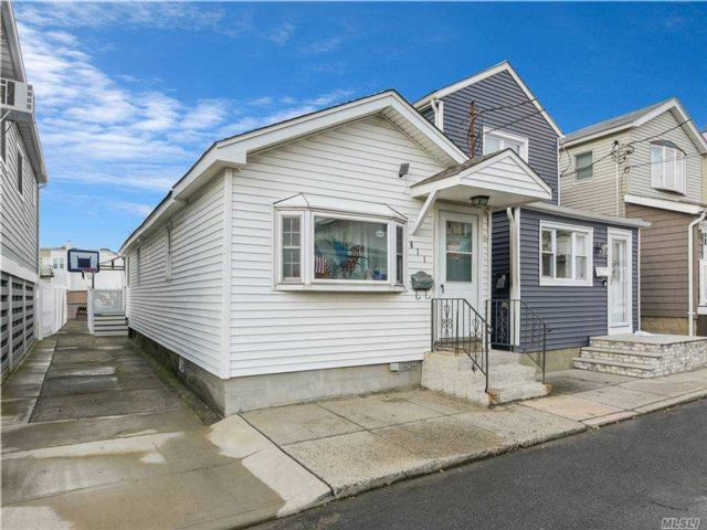 3 BR,  1.00 BTH  Bungalow style home in Broad Channel