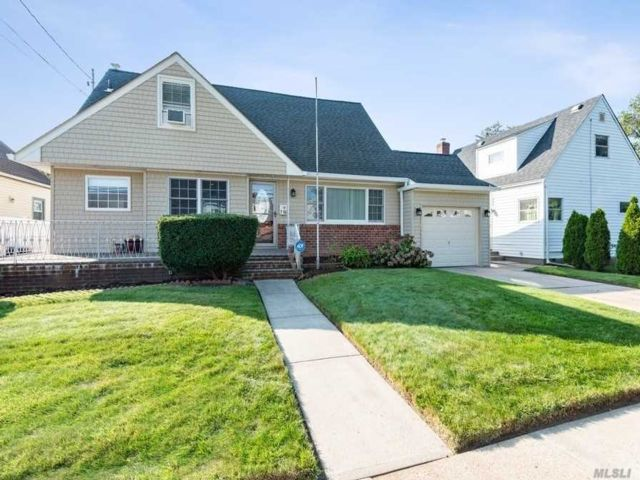 5 BR,  3.00 BTH Exp cape style home in Floral Park