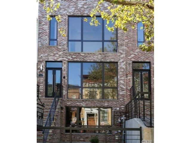 5 BR,  6.00 BTH  Contemporary style home in Bedford Stuyvesant